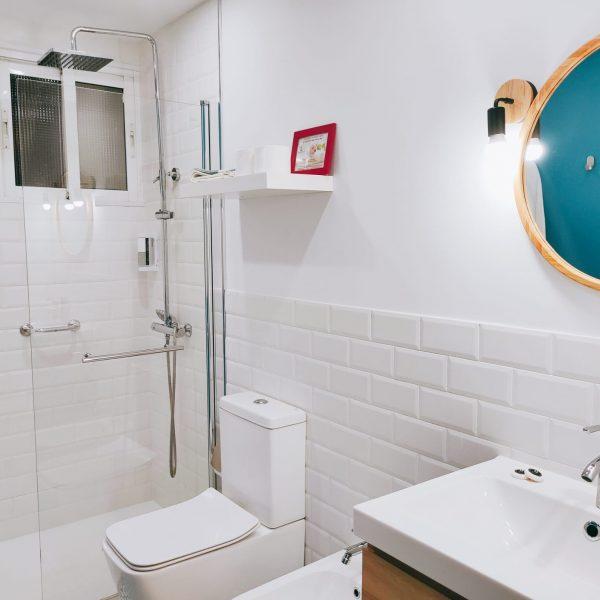 Bano_completo_ducha apartamento_planta_baja_jardin_Rodeiramar