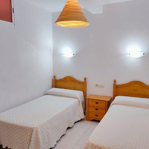 habitacion_dos_camas apartamento_terraza_jardin Rodeiramar